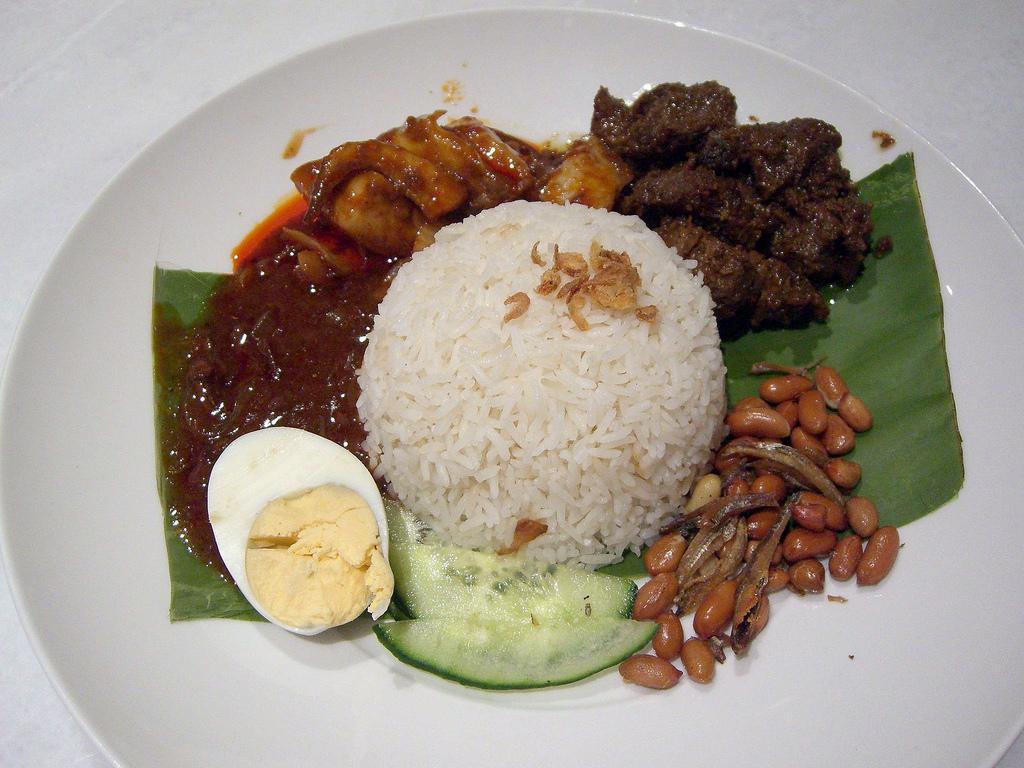 マレーシアのナシレマはマレーシア人の国民食