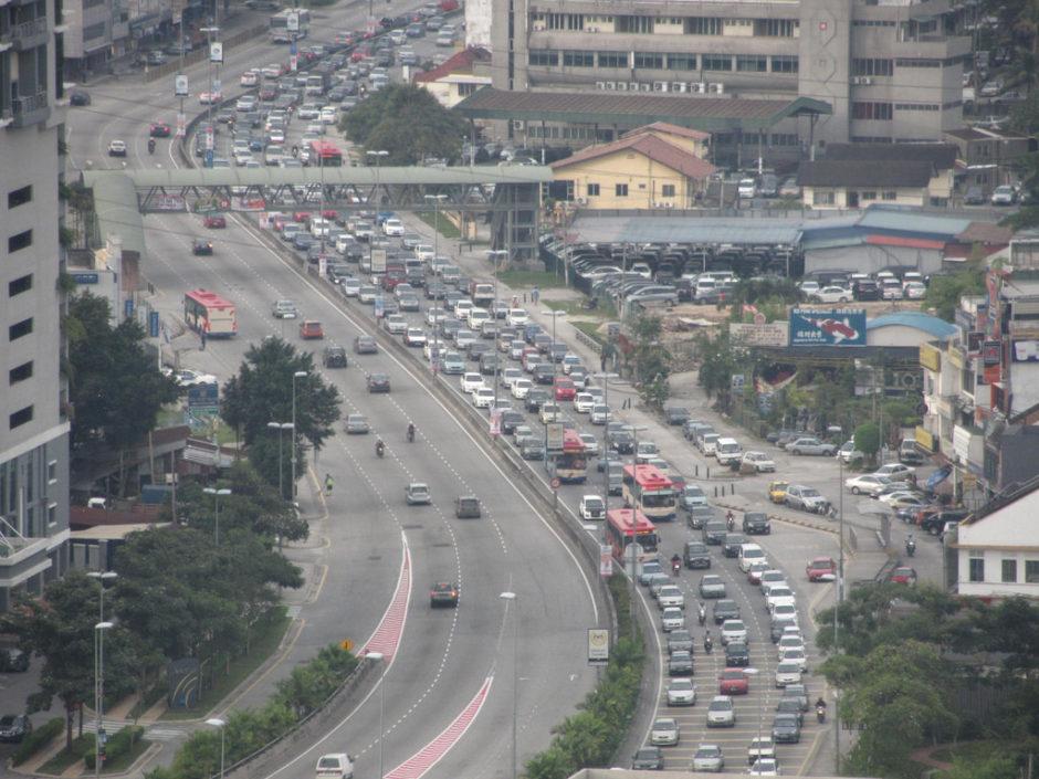マレーシアで車を運転する場合の注意