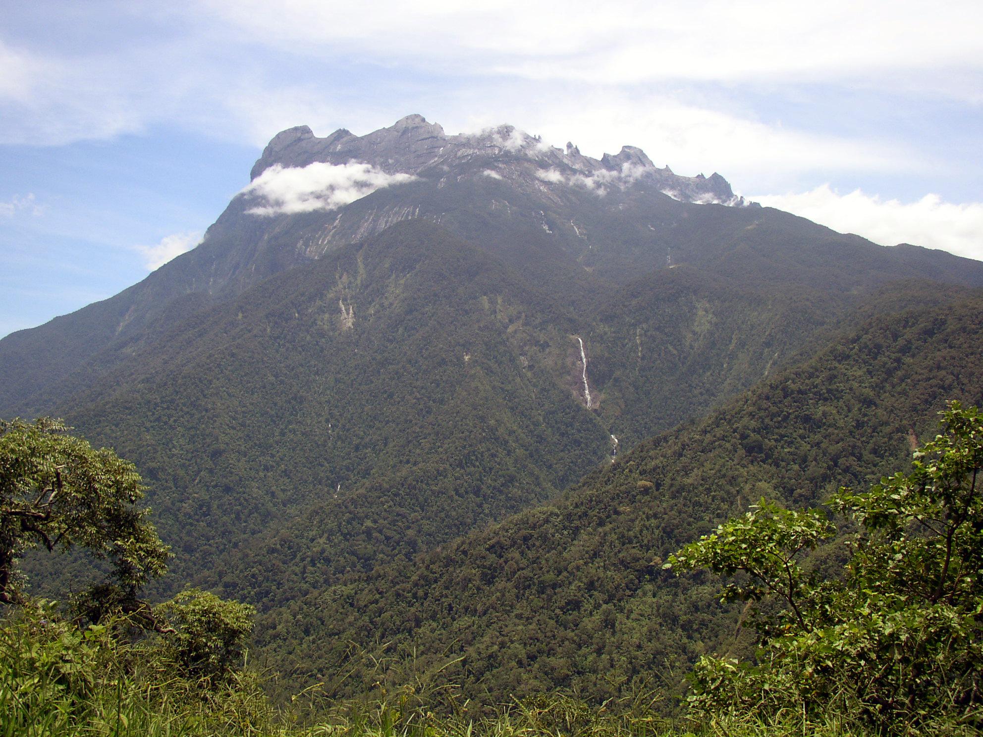 マレーシアで一番高い山キナバル山