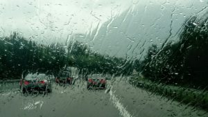 雨のマレーシア道路