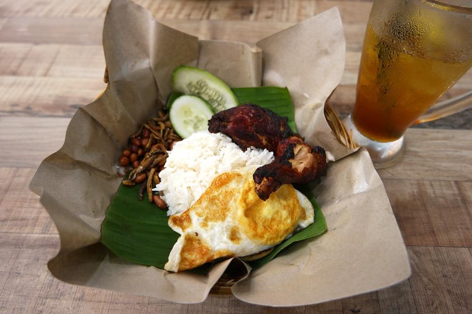 マレーシアのレストランのナシレマ