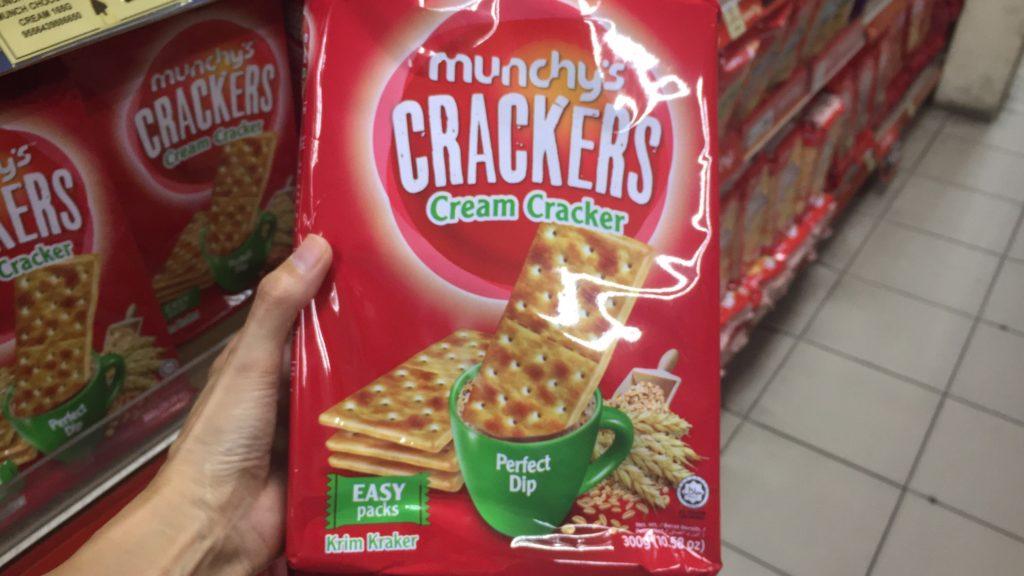 マレーシアのクッキーの中でも忙しい朝の朝食としてふさわしいムンキーズクリームクラッカー
