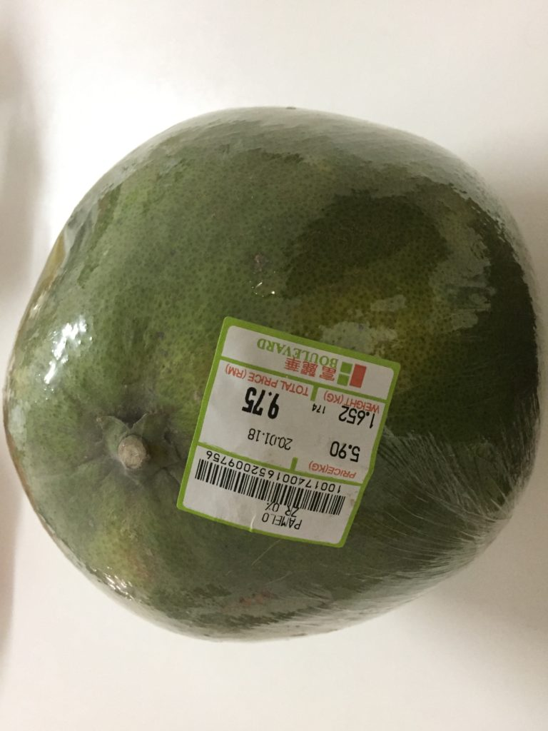 マレーシアのスーパーで購入したポメロ