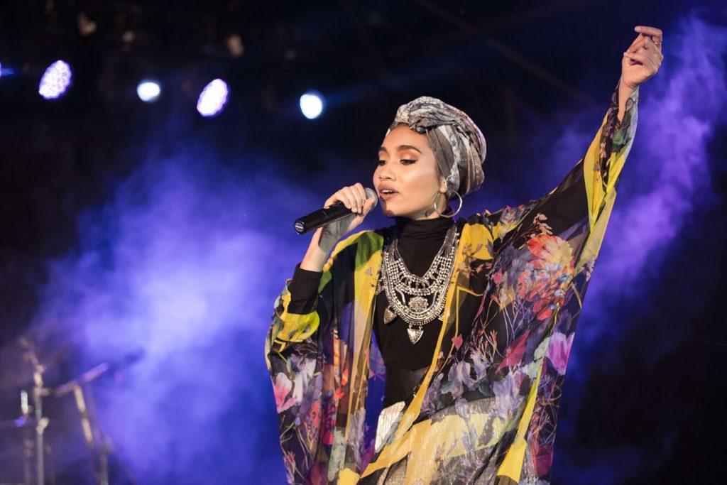 マレーシアの歌手yuna