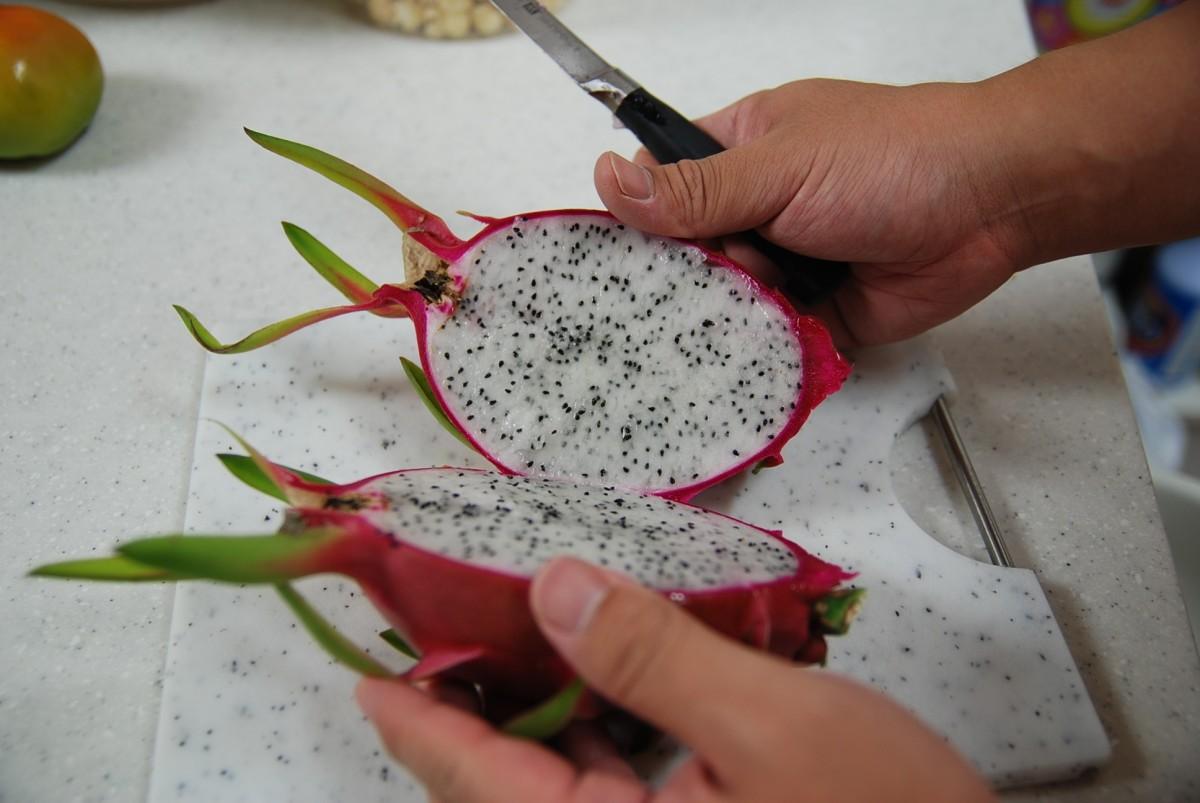ドラゴンフルーツの切り方