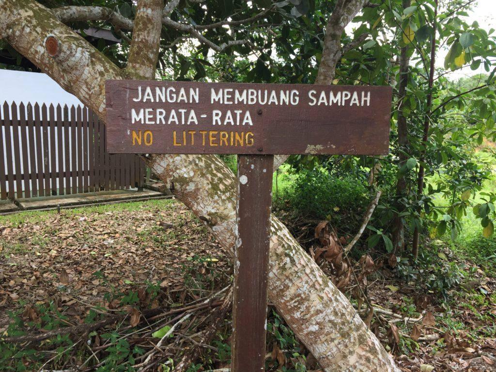 マレー語でポイ捨て禁止