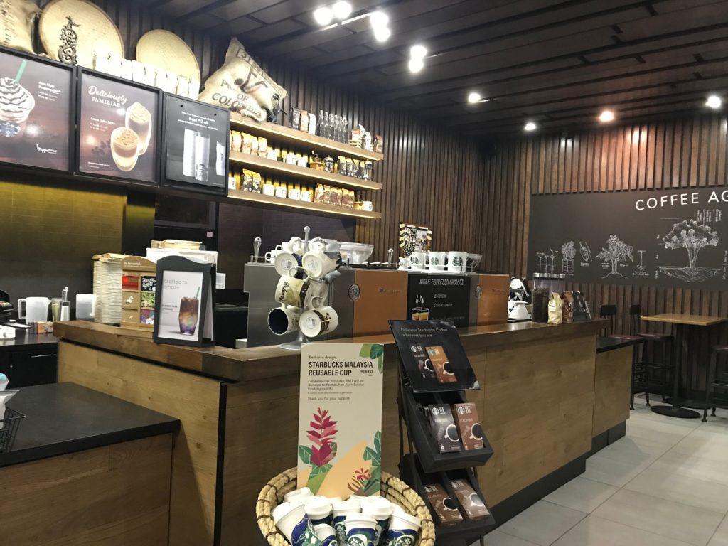 マレーシアのスタバ店内