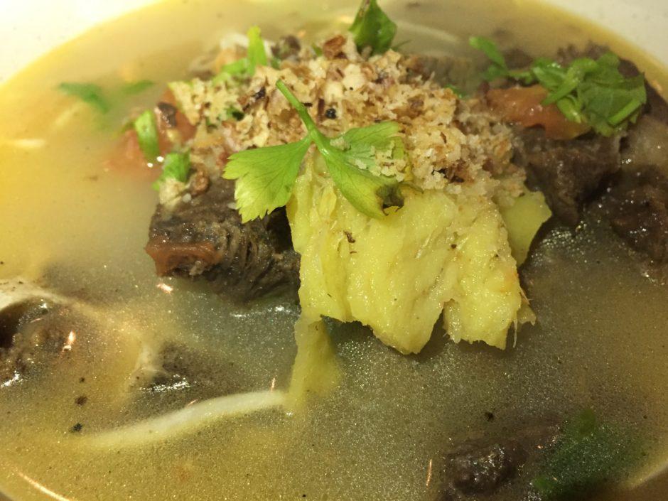 マレーシアのスタミナ料理、牛骨スープ(sup tulang)