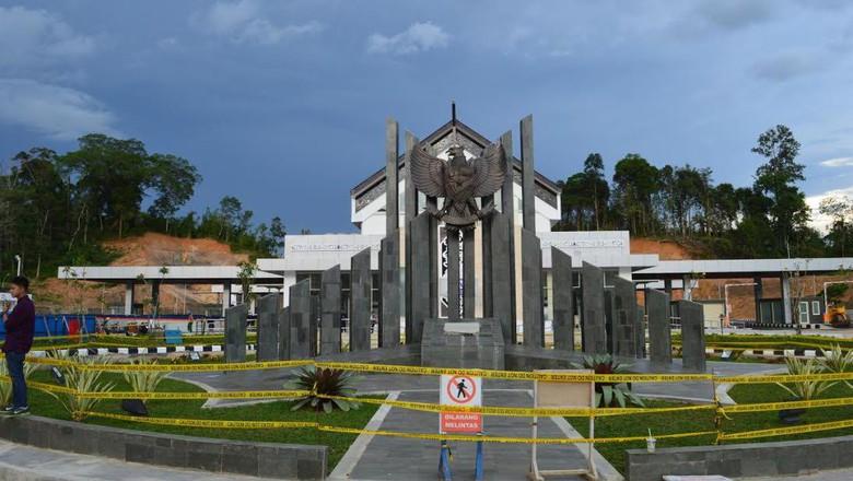 ボルネオ島マレーシアとインドネシアの国境を守るエンティコンのイミグレーション
