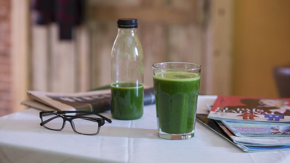 海外旅行での便秘対策には青汁を飲むのがオススメ