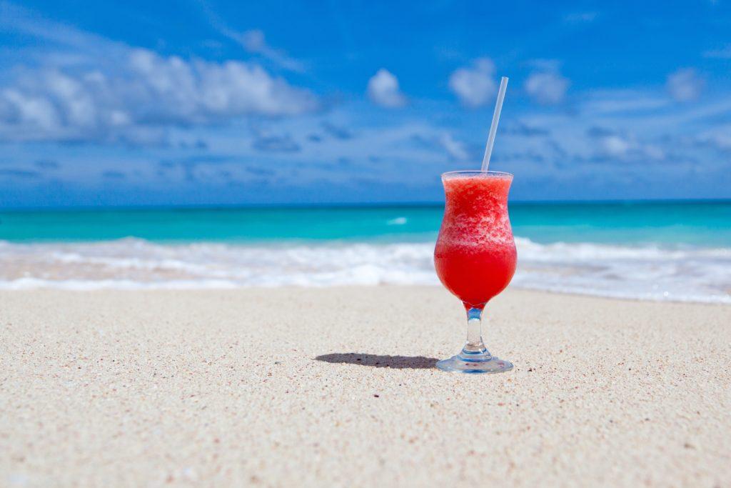 暑いマレーシアでは冷たい飲み物にストローが欠かせない