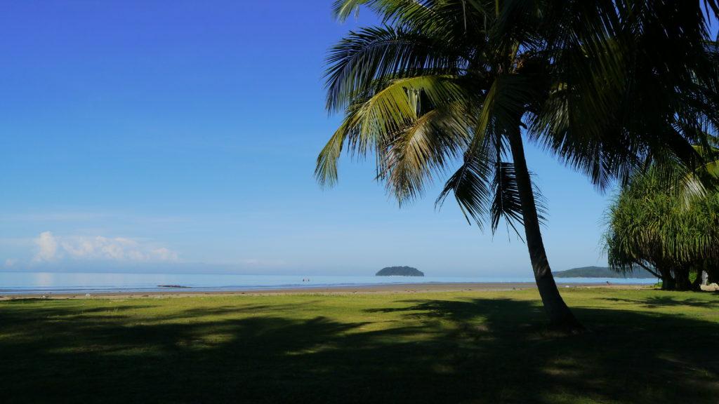 コタキナバルの島々は街中からのアクセスも抜群。珊瑚礁で透き通った海が楽しめる。