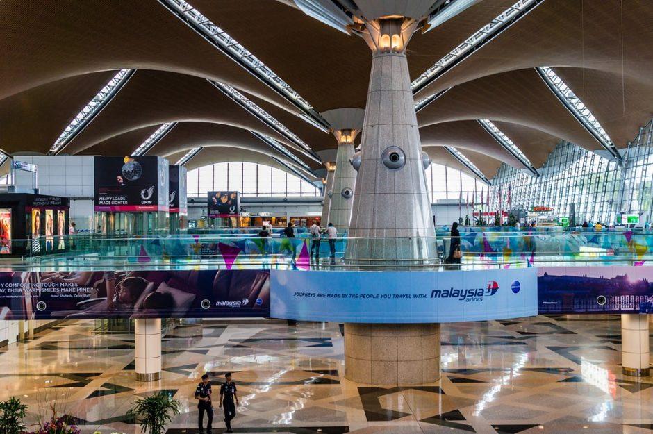 クアラルンプール国際空港のターミナル間の移動