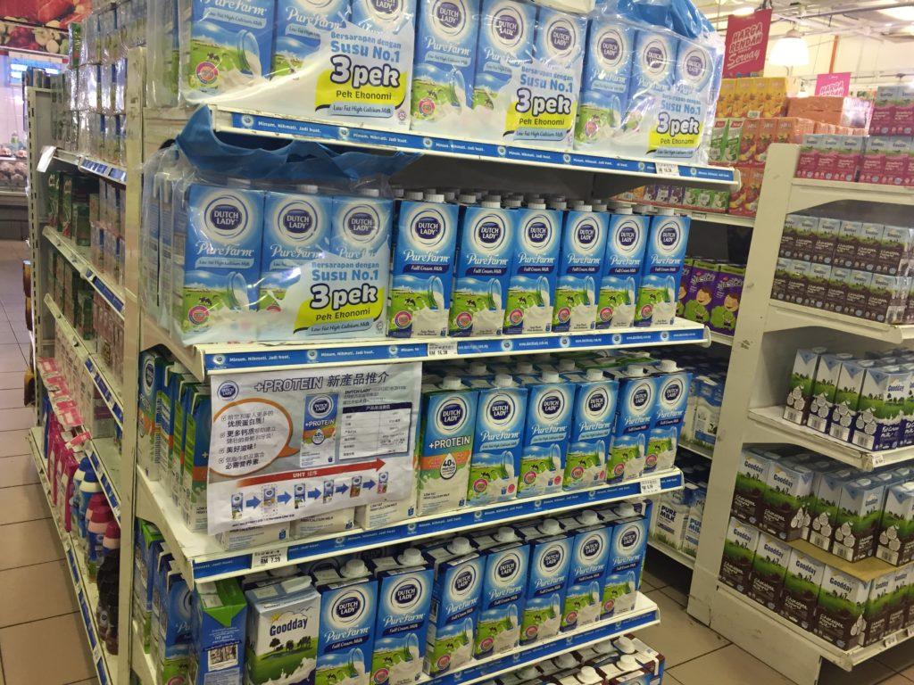 マレーシアのスーパーで売ってる牛乳のほとんどは海外からの輸入品