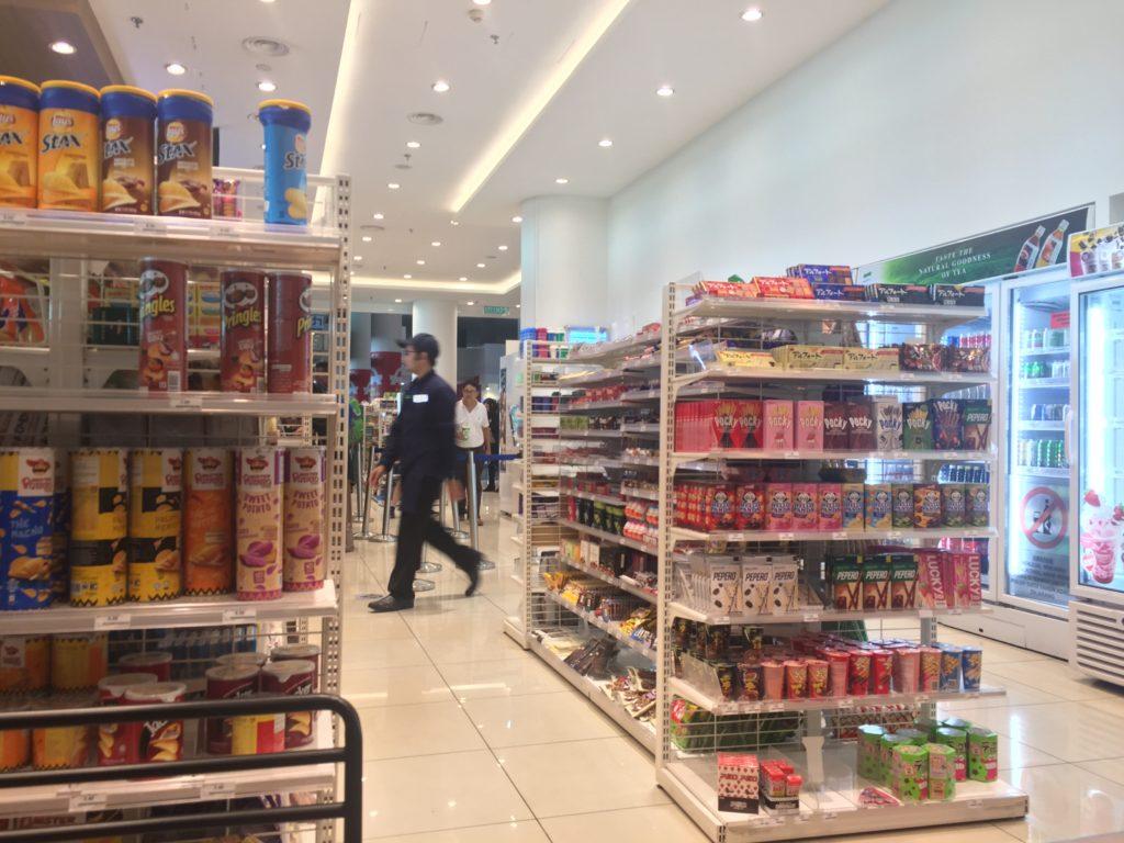 マレーシアのファミマは店内が明るくて清潔