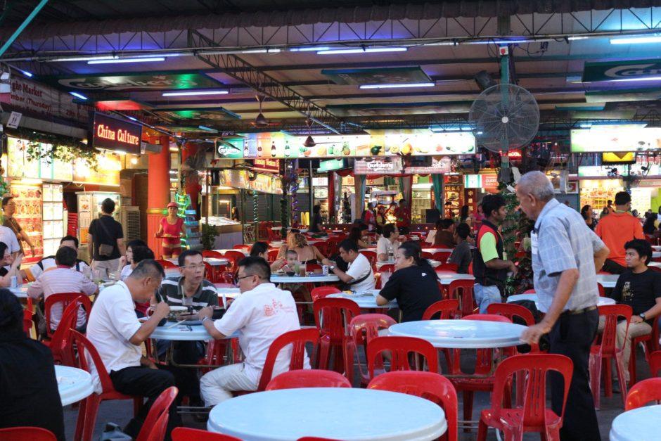 マレーシアのフードコートで食器の返却は必要か